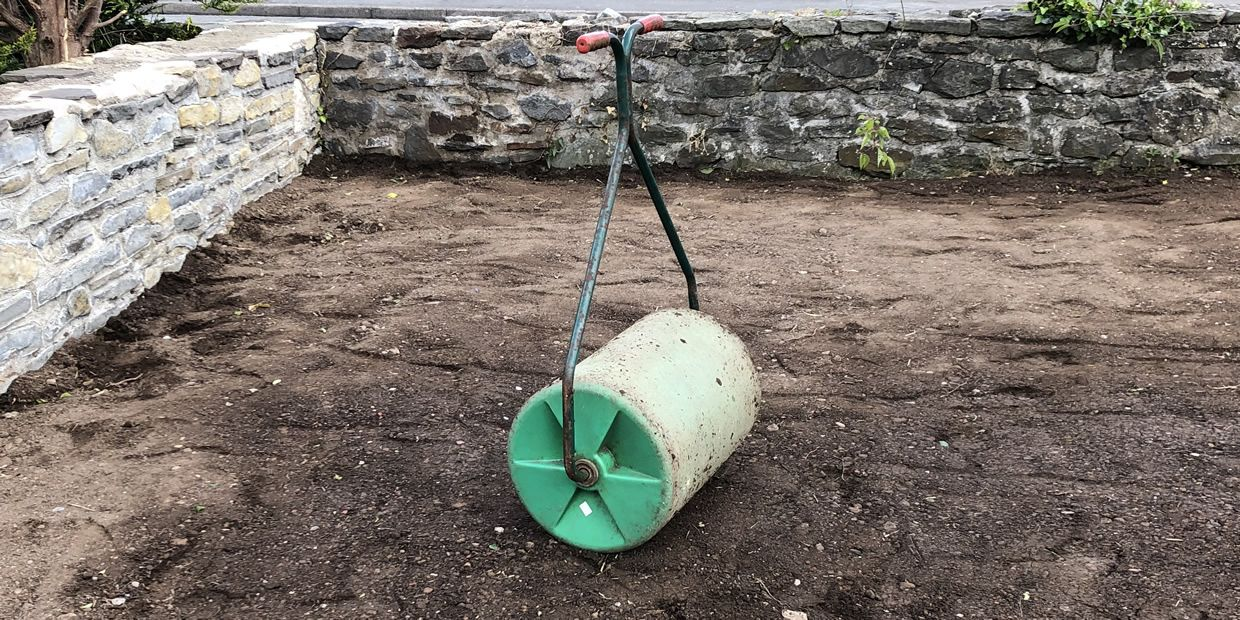 how much do gardeners charge to lay turf