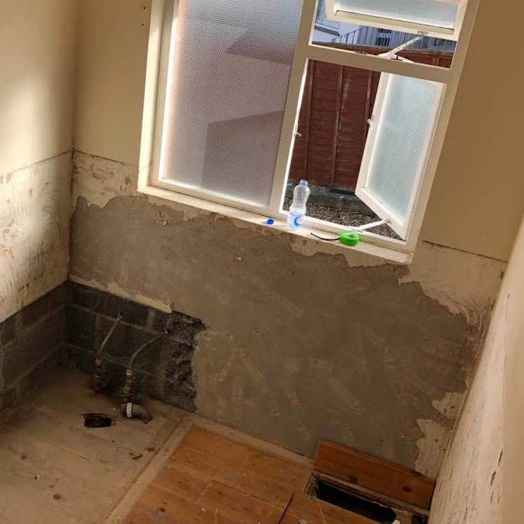 how to remove wall tiles quickly